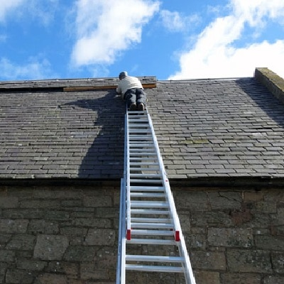 Handyman repairs on roof